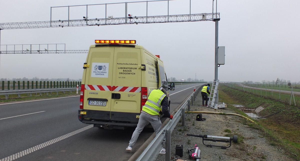 Testy wczesnego demonstratora Inteligentnego znaku drogowego przy drodze ekspresowej S7